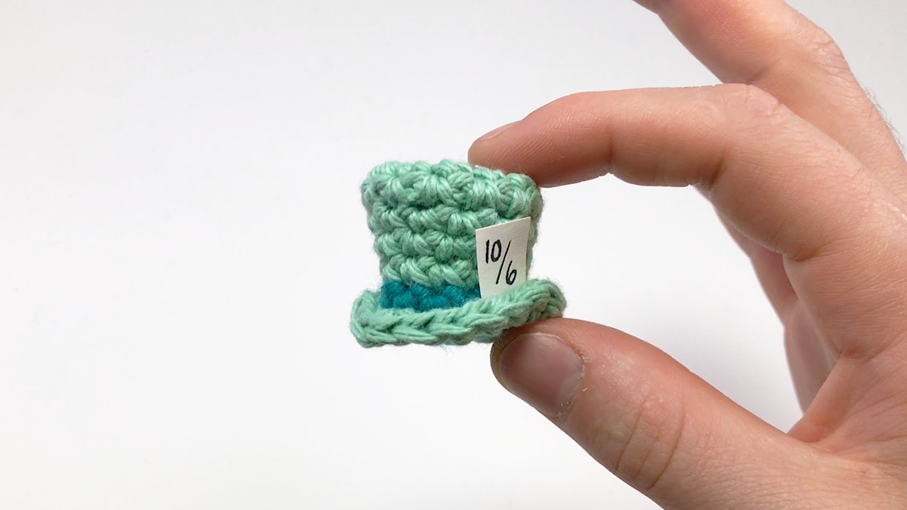 crocheted top hat by club crochet