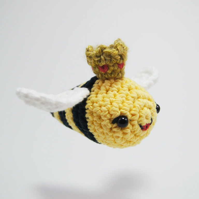 crochet queen bee