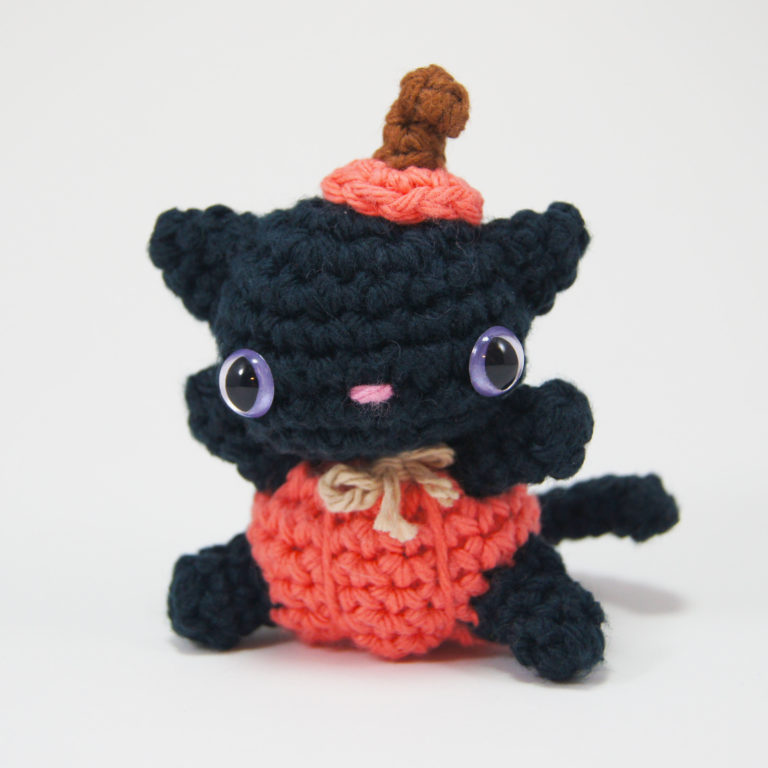 crocheted pumpkin cat_1